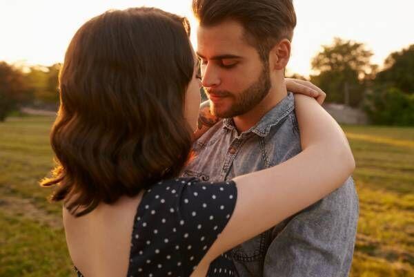 キスだけで本音がバレバレ!? 男性が「本命」と「遊び」の女性にするのキスの違い