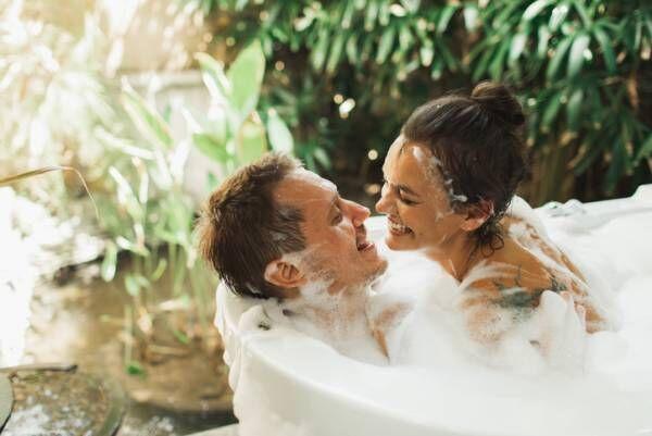 あえてベッドまでお預け…♡ 長続きカップルが「お風呂で工夫していること」4選