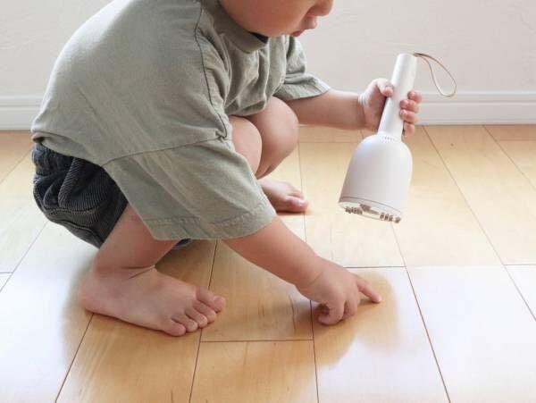 ちょこっと掃除の味方、2歳児でも使える小さな掃除機「バキューミ」