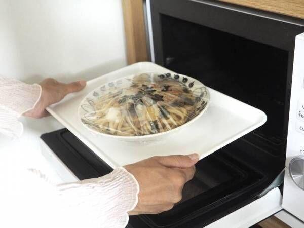 食事の準備が快適になる!大人から子どもまで使える「電子レンジで熱くならないトレイ」