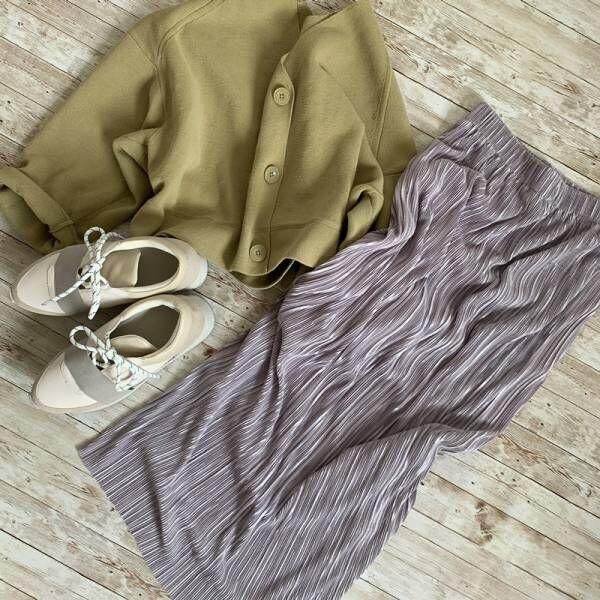 プリーツなのに腰回りすっきり。 40代に嬉しい上品と細見えが叶う秀逸スカート。[PR]