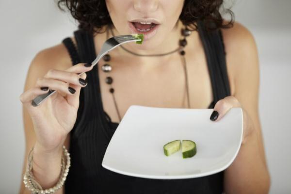 「ダイエット始めたら便秘になった…」負担なくキレイに痩せる方法って?