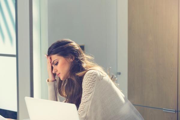 女性のほうがなりやすい!?【仕事依存】に陥りやすい人と職場の特徴とは?