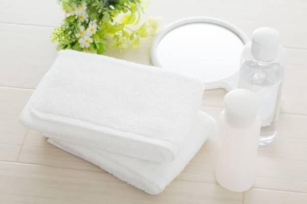 化粧水や乳液でもない!大人の乾燥肌を救う「保湿液」とは?