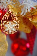 クリスマスシーズンには・・・ピアスもオーナメントのパーツに変身♪