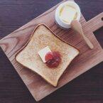100均の○○を使えば固くなったパンが絶品に!「フライパン焼きトースト」