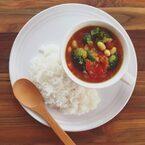 火を使わずレンジで時短!梅干し入り「野菜と大豆のカレースープ」