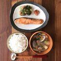 冷凍ワザで和食も楽々!10分で「焼き鮭朝食」を作るコツ