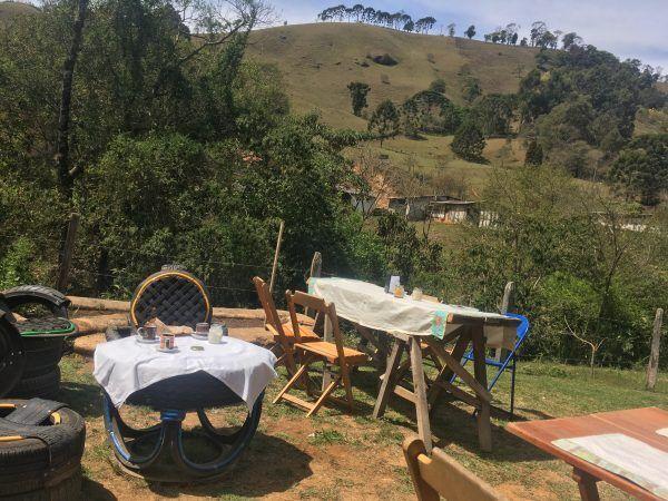 山の中のオルタナティブな街でオーガニックカフェ