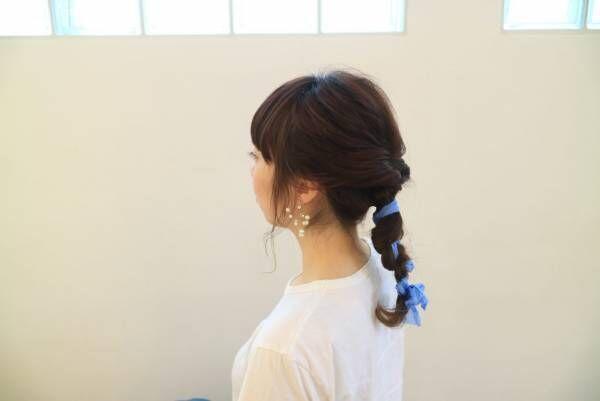 「くるりんぱ」をアレンジ!夏に似合うバックシャンまとめ髪