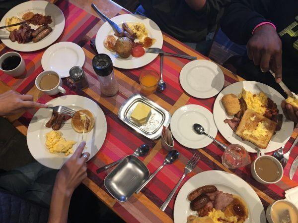「天空の国で食べる朝食」