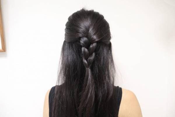 トップの髪を三つ編みにする