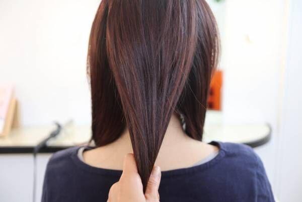髪を縦に3つに分けます