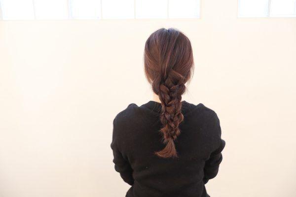 寝ぐせのまま三つ編みだけでできちゃう♪簡単華やかヘアアレンジ術