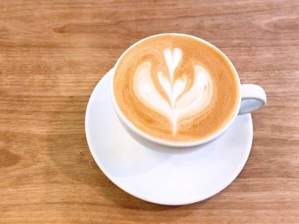 朝のカフェラテ