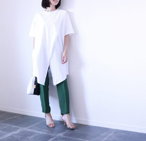 寝坊した朝にも便利!パッと着るだけでおしゃれな「デザインTシャツ」コーデ術3つ
