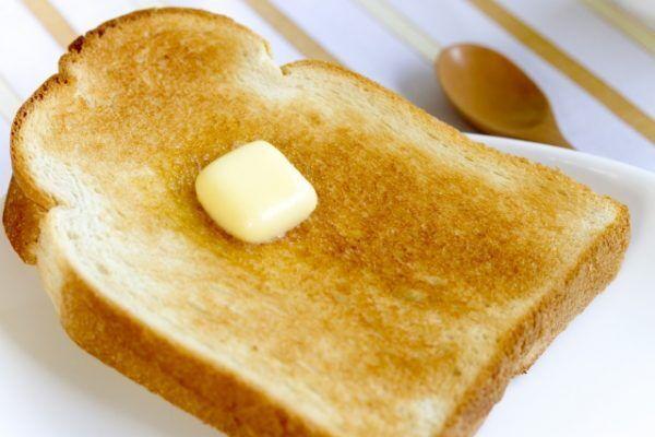 ひと手間でもっちり食感に♪「トースト」をおいしく焼くコツ3つ