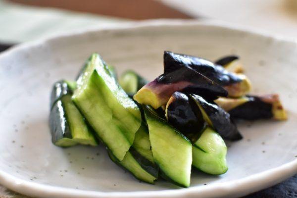 夏野菜がおいしい季節!簡単にできる「なすの浅漬け」の作り方