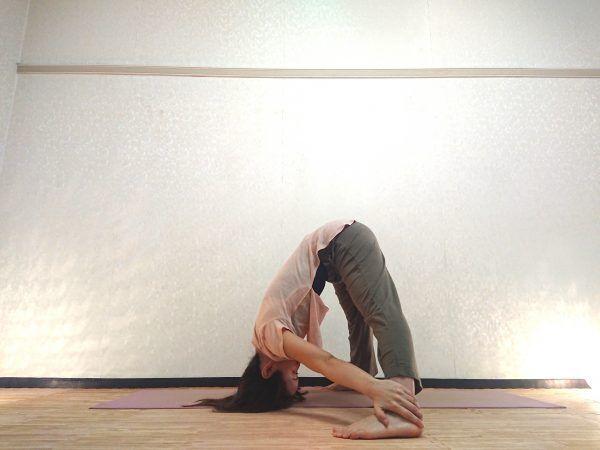 筋肉を刺激して免疫力アップ!美脚にも効く「ピラミッドのポーズ」