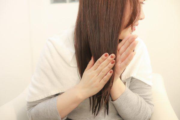 頭皮のかゆみを防ぐ!美容師がすすめる「髪」の花粉症対策