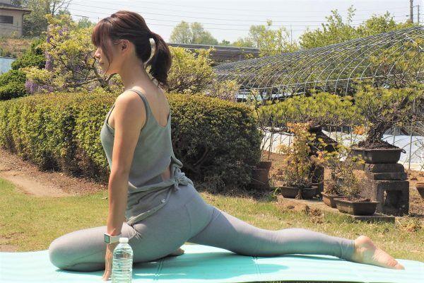 腰痛やぽっこりお腹の原因!「丸まった腰」を伸ばす簡単ストレッチ術