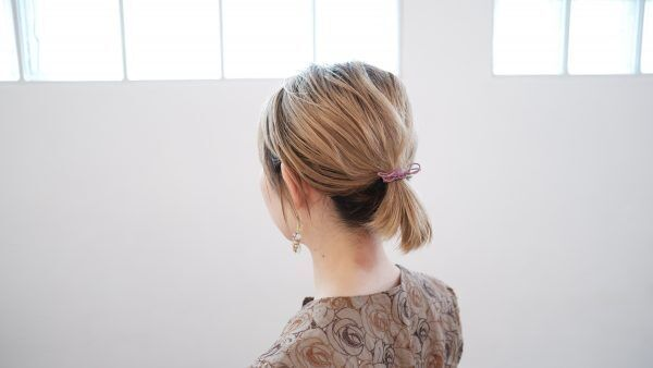 首元の後れ毛がスッキリ♪短めボブでもできる「ポニーテール」アレンジ術