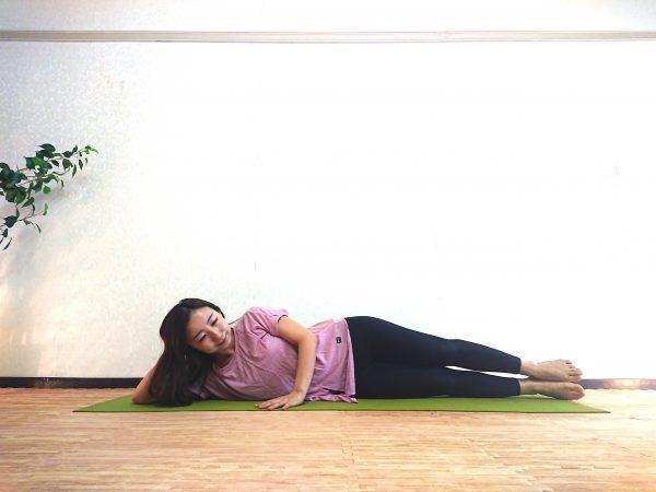 寝たままできる体幹トレーニング!股関節もほぐれる「竜王のポーズ」