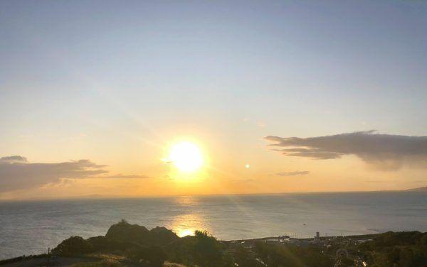 地平線に昇る太陽