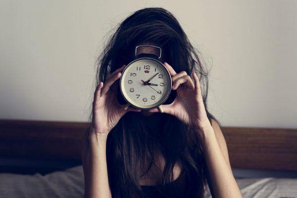 時計と女性