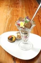 西麻布でキャビア・フォアグラ・トリュフの「三大食材全部のせパフェ」が食べられる!?
