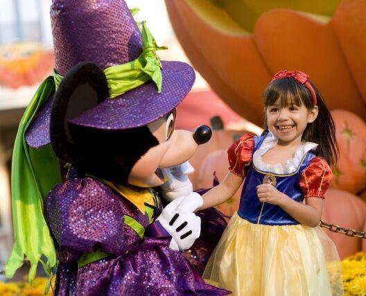 アメリカのディズニーリゾートでハロウィーン開催!特別な衣装のミッキーに会おう