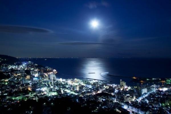 月光が海面に描き出す月の道と熱海の夜景を楽しむ!リゾナーレ熱海で「ムーンロードバー」開催