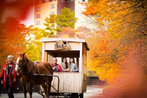 紅葉を眺めながら、2種のりんごを食べ比べ!「紅葉りんご馬車」が星野リゾート 青森屋で開催