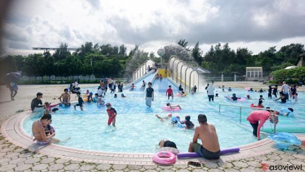 沖縄県総合運動公園レクリエーションプールで夏を満喫!沖縄県民の憩いの場