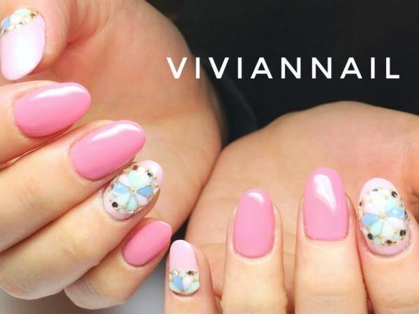 SNSでも人気!指ごとに濃度の違うピンクをのせたデザイン