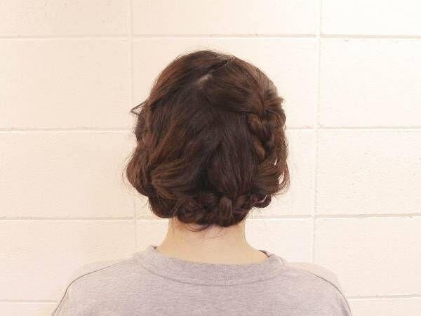 三つ編みだけで簡単アップに!ガーリーな印象のアップスタイルヘアアレンジ