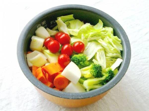 忙しい人のための簡単スープ!炊飯器にカットした野菜を入れてスイッチオン!