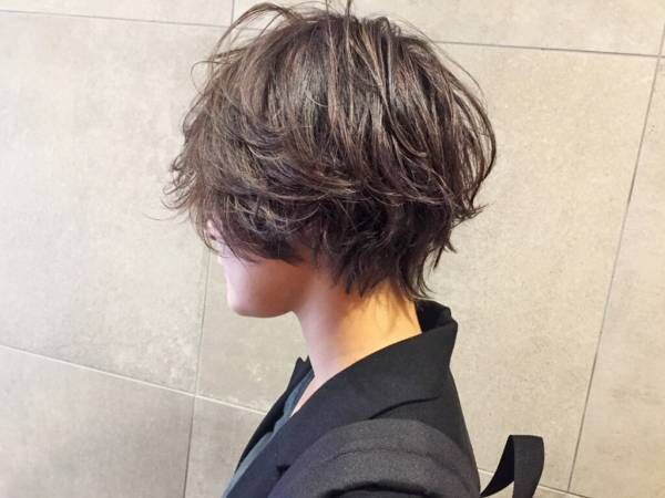 ショートカットはくびれが大事? 女性らしくワンランク上のおしゃれショートヘアを楽しむには。