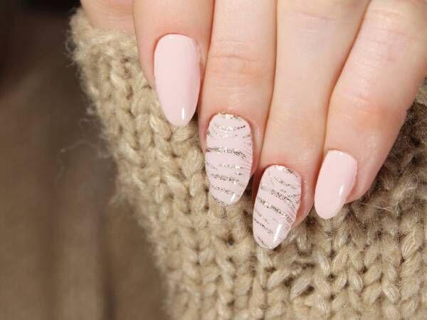 洗練された指先を演出するホワイトネイルデザインでステキ女性に。