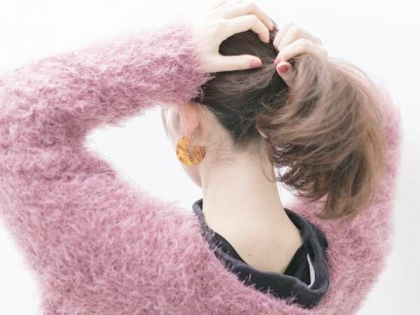 ヘアアレンジを今っぽくするポイントは、後れ毛と抜け感