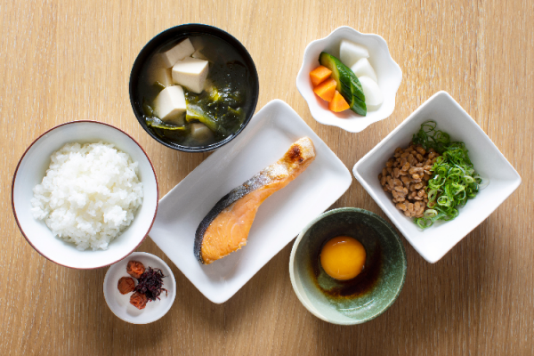 筋トレは朝食を食べて効果的に!おすすめメニューやタイミングも解説