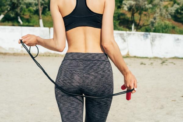 スポーツウェアを着た女性のお尻