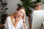 絶対に眠れない会議!眠気に襲われた時に使える3つの解消法