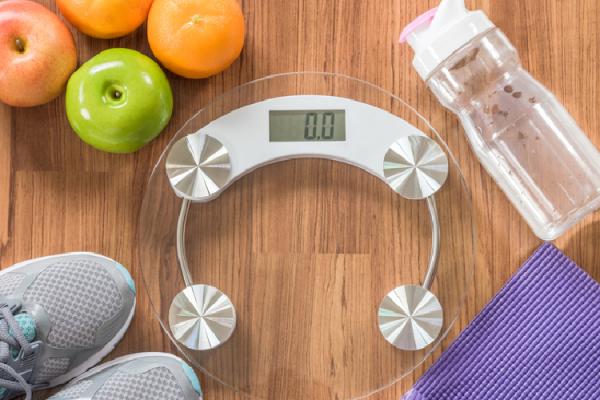 体重計と運動用品