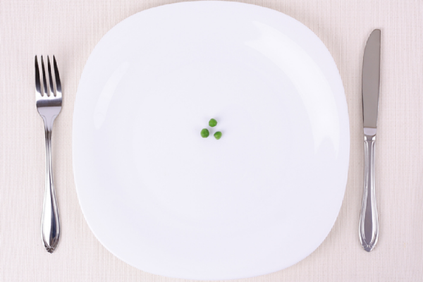 お皿に乗った3粒の豆