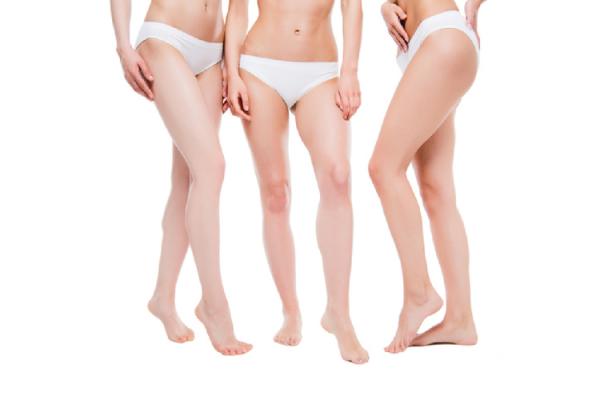 細身の3人の女性の下半身