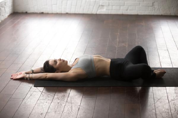 寝た体勢で行う骨盤体操