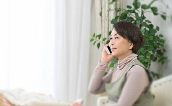 出産入院中の嫁に電話をする義母のイメージ