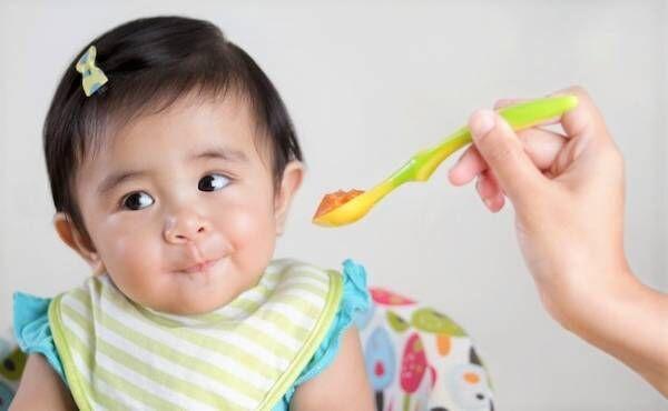 離乳食期の赤ちゃんのイメージ