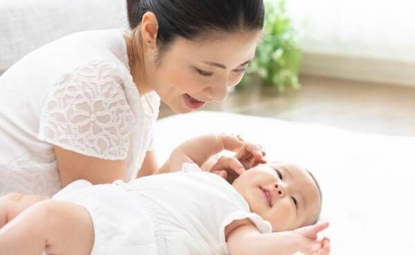 【生後1~2カ月】首すわり前の赤ちゃんと一緒にできる心を育む遊び方